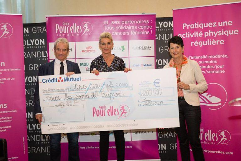 Un chèque de 200 000 € pour l'association Courir pour elles